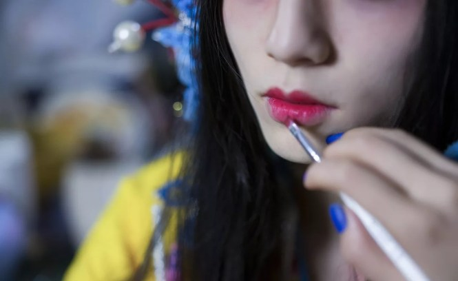 6 Tips To Save You From Committing Common Lipstick Mistakes