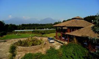 mid-range accommodation in Volcanoes national park