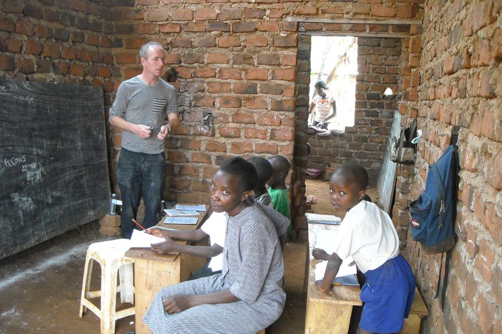 volunteer in uganda tutoring