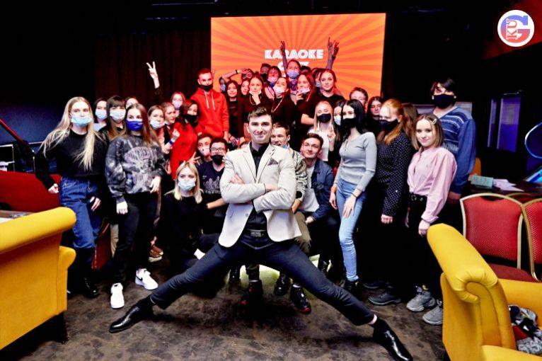 Учащие техникумов и колледжей Каменска-Уральского встретились в караоке-зале и отпраздновали День студента играя в «Караоке — квиз»