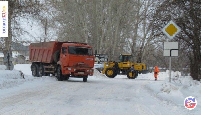 Снег доставляет хлопот в Каменске-Уральском