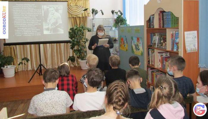 Информационный час ко Дню космонавтики для школьников Каменска-Уральского