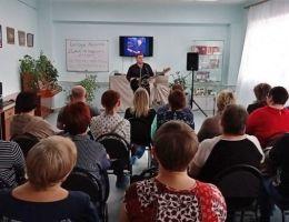 Концерт Евгения Хомутова на творческой встрече в Каменске-Уральском
