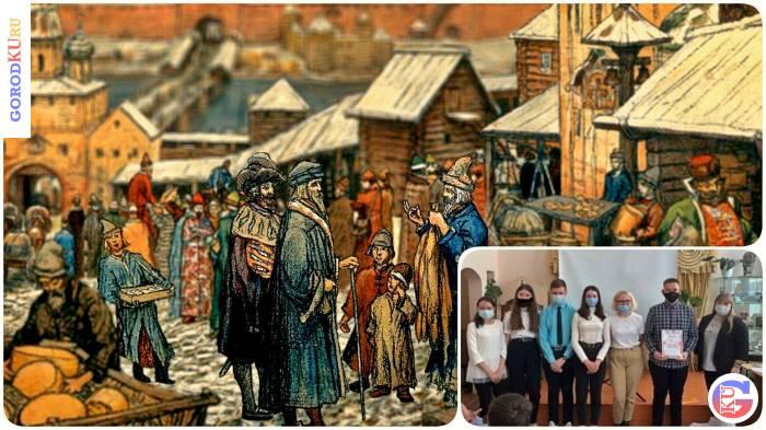 В знании истории XIII века соревновались три команды старшеклассников школ Каменска-Уральского