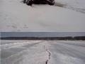 Дорогу по озеру закрыли- машины проваливаются