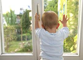 В Осташкове из окна выпал ребенок