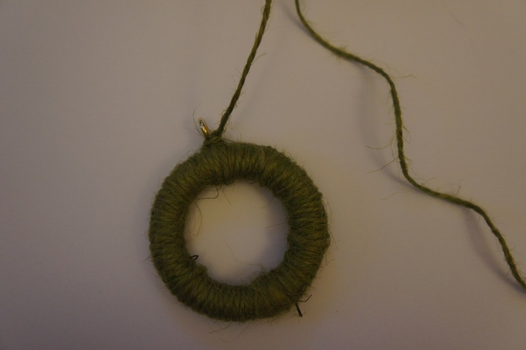 Mini wreath knot