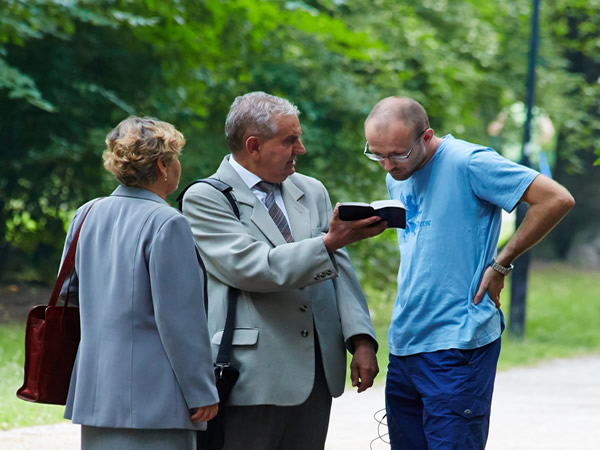 エホバの証人へ伝道するべきですか