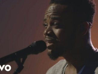 Travis Greene – Be Still
