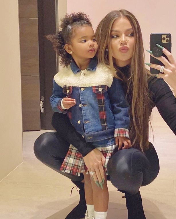 Khloe poses with True