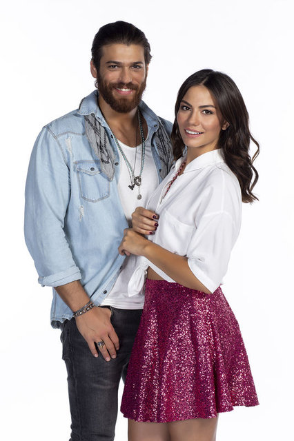Can Yaman Is Getting Close With The Family Of Demet Ozdemir Details About Can Yaman And Demet Ozdemir S Meeting Gossip Hunters