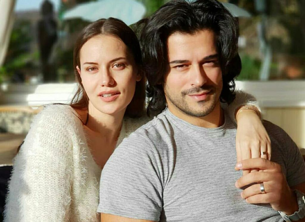 Burak Ozciv and Fahriye Evcen receive the luxurious gift in