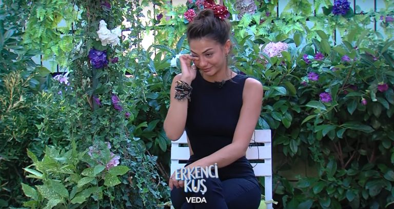 """Demet Ozdemir speaks tearfully about the ending of """"A Kiss"""
