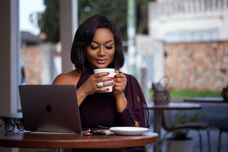 Ghanaian Lawyer And Fashionista, Sandra Ankobiah Flaunts Her  Newly Acquired Artificial Buttocks In Latest Video. 2