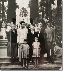 На отдыхе с родными после освобождения из лагеря. Ц.Л. Янковская в центре, слева от неё сын с женой, на переднем плане внучки Татьяна (справа) и Елена, (Сочи, 1956 г.)