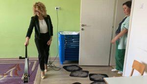 """Застапниците на """"Кирби"""" бесплатно вршат темелно чистење во градинките во Гостивар"""
