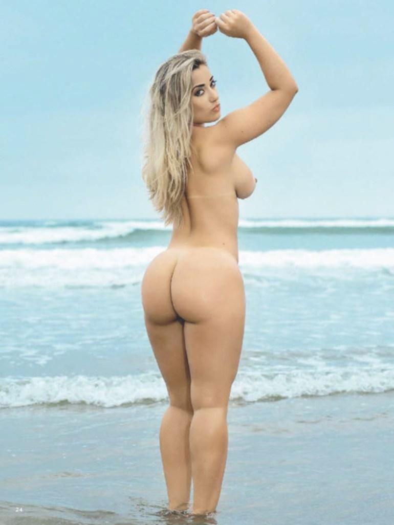 Gostosas peladas na praia ensaio para a Revista Sexy de Maio