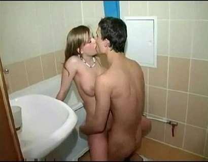 Comendo a namora gostosa no banheiro