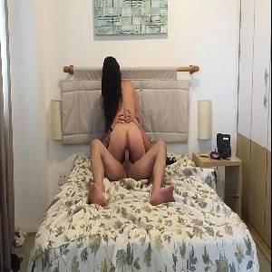Morena safada da bunda gostosa sentando no caralho