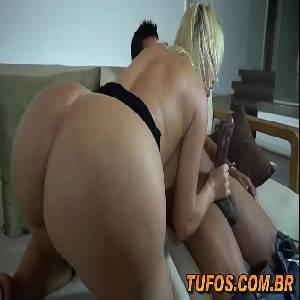 Sexo anal com loira tarada da bunda enorme quicando na rola