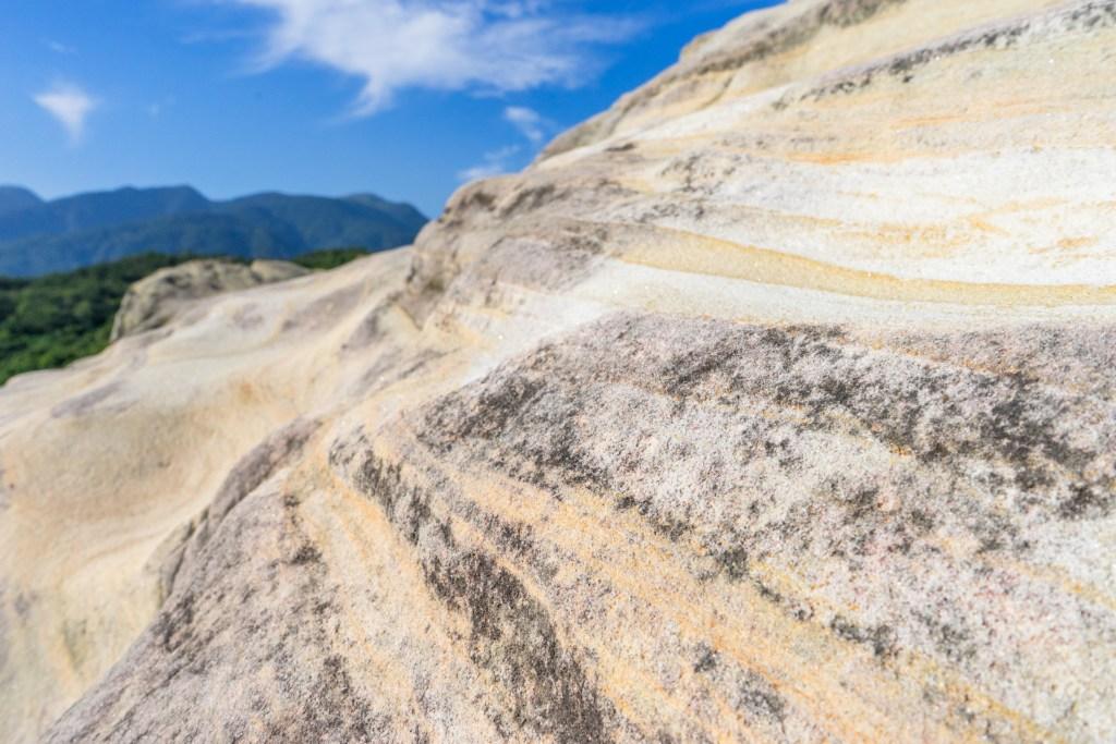 軍艦岩的波浪紋理
