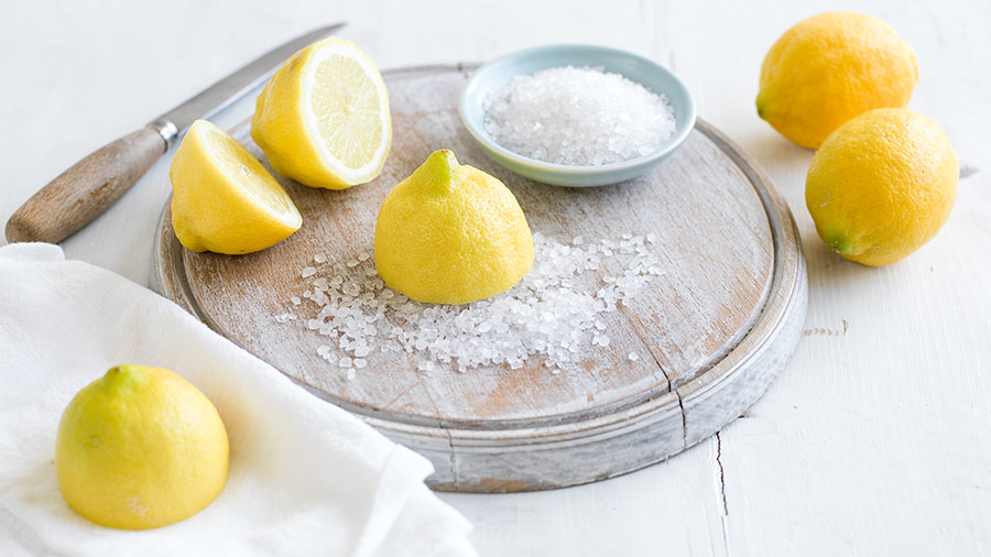 how-to-clean-with-lemons-lemon-and-salt-on-a-chopping-board