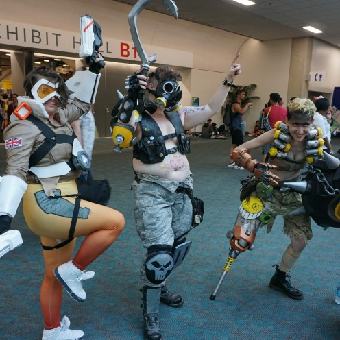 Awesome Tracer, Roadhog and Junkrat cosplays from Overwatch
