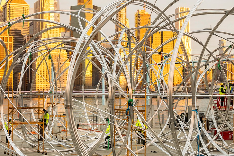 Antony GormleyWork in Progress for NEW YORK CLEARING, 2020Approx 18km (11mi) of 25.4 mm (1in) square section aluminium and steel spigotsInstallation view, Brooklyn Bridge Park, Pier 3, New York City, 2020Photograph by Scott Rudd© the artist