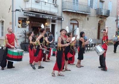 La Batucada BamaHia pendant Les Fanfaronnades Aubenas 2014, place de l'Hôtel-de-Ville
