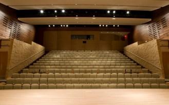 Tường nhà hát ốp gỗ tiêu âm rãnh ngang