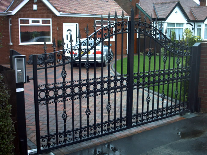 Maintaining The Beauty Of Iron Railings In Your Home 2019