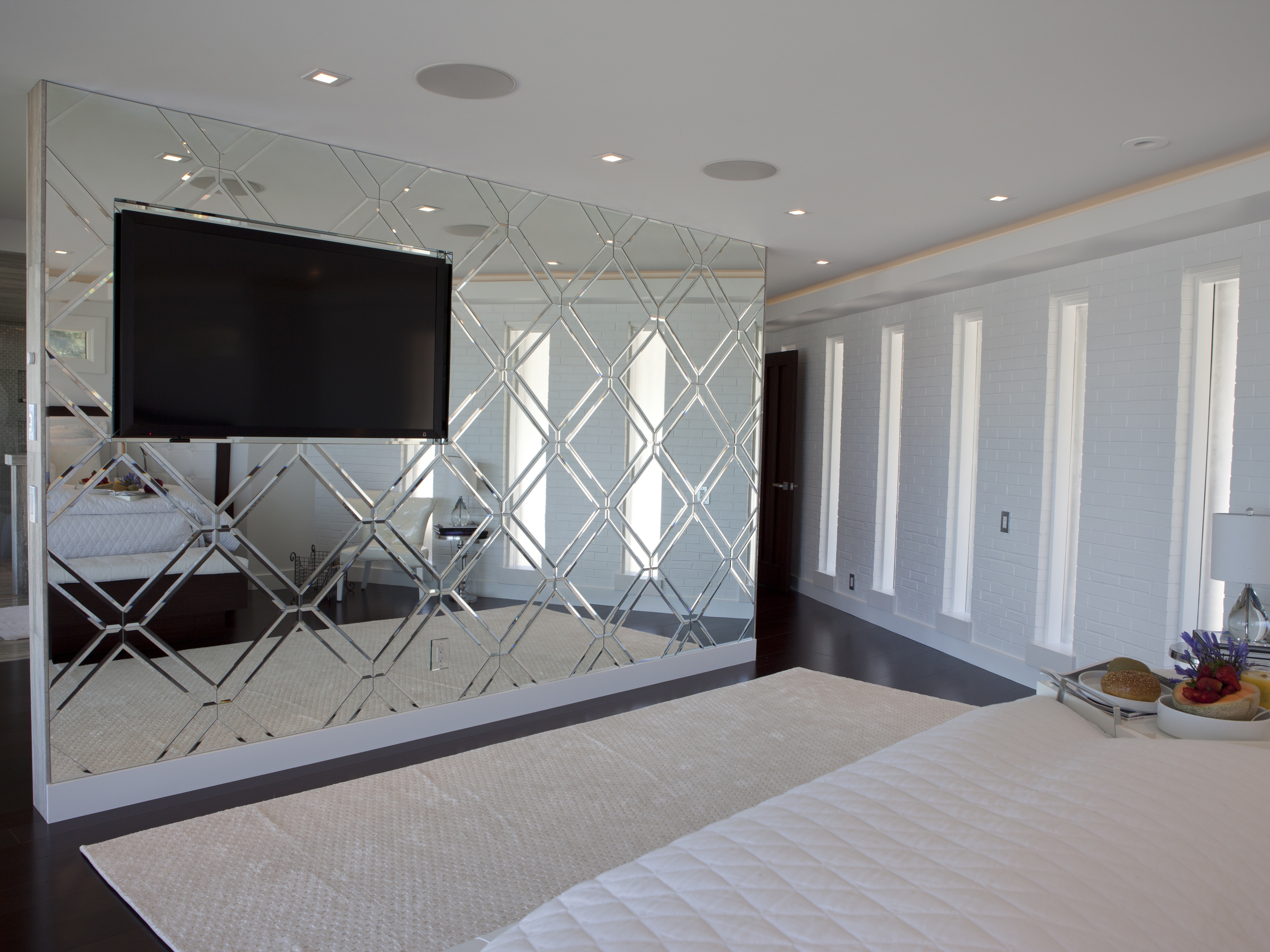 20 Bedroom Mirror Decor And Placement Ideas 18896