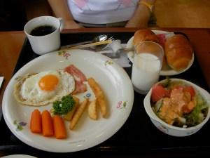 安濃SAの朝食