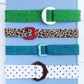 Forget boring store bought belts. In this tutorial, A Beautiful Mess shares a great fabric belt DIY that you'll love. - Sewtorial