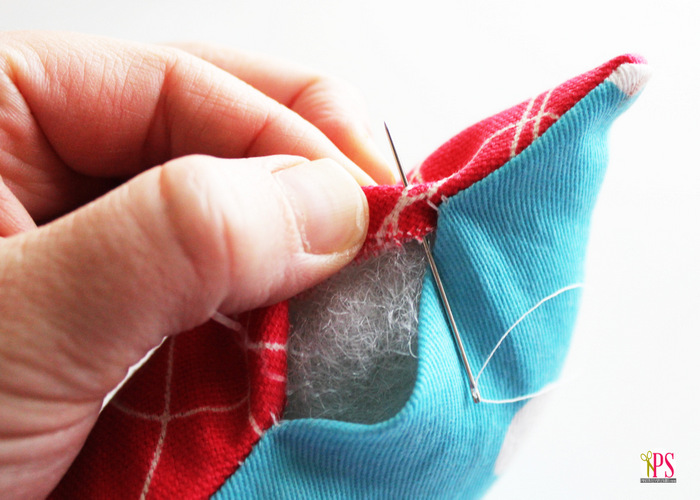 Learn to create the ladder stitch (invisible stitch) that's common in stuffed animals and pillows by Positively Splendid - Sewtorial