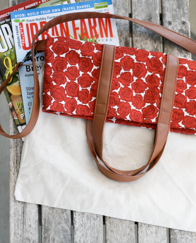This DIY fold over tote bag by Radiant Home Studio is perfect for weekend errands or as a complement to your casual jean and t-shirt day. -Sewtorial