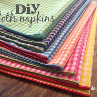 Here's a super easy serger project for all skill levels. Sew up these DIY Cloth Napkins by Doodles & Stitches in minutes. - Sewtorial