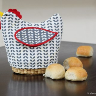 Forget those plain ol' bread covers. Make a statement with this fun quilted bread basket tutorial by Haberdashery Fun. -Sewtorial
