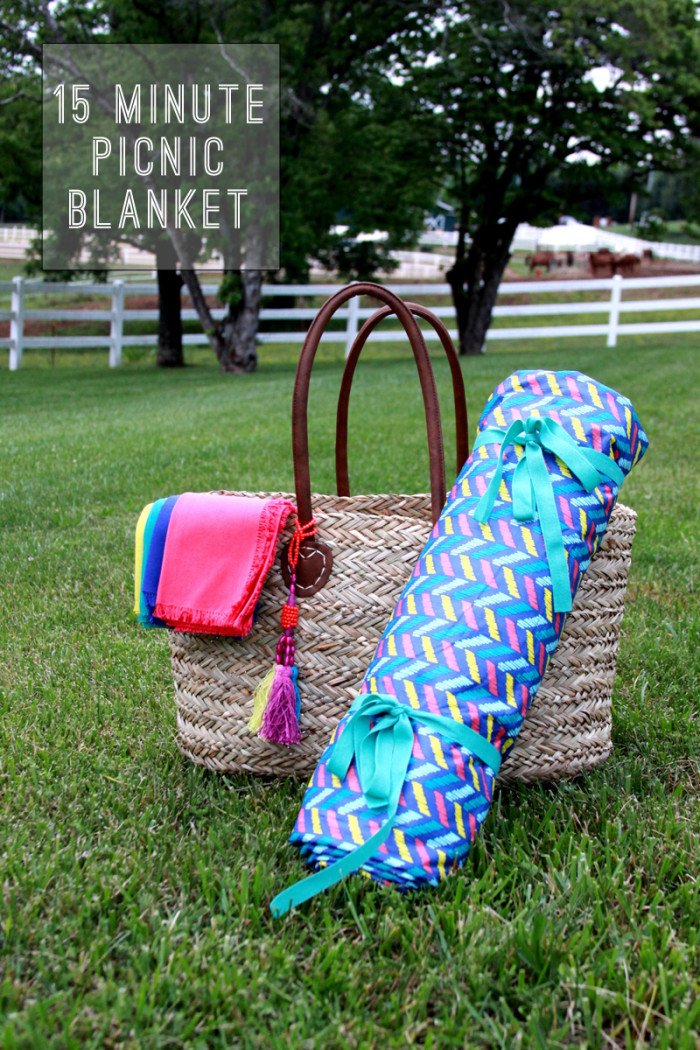 An impromptu picnic is a breeze with this 15-minute DIY picnic blanket by Lilluna. -Sewtorial