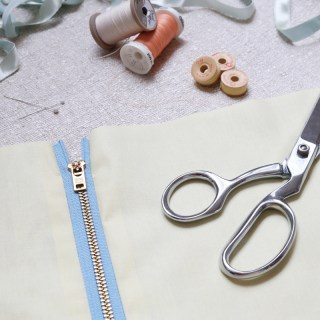 Maddie Flanigan (for We All Sew) shares the step-by-step technique on how to install an exposed zipper properly. -Sewtorial
