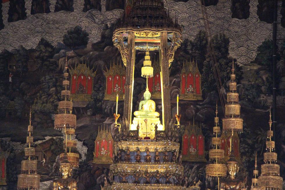 Emerald Buddha: Wat Phra Kaew in Bangkok