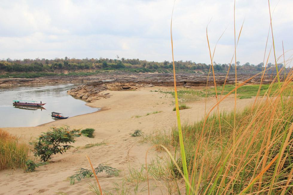 Sand dunes along the Mekong in Sam Phan Bok Canyon