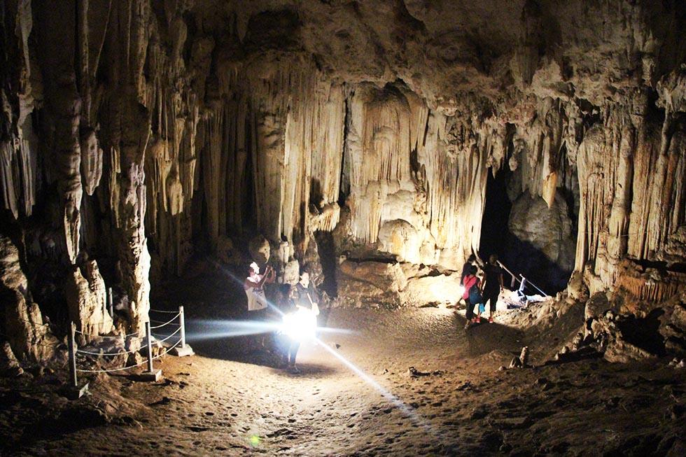 Tham Lod Cave