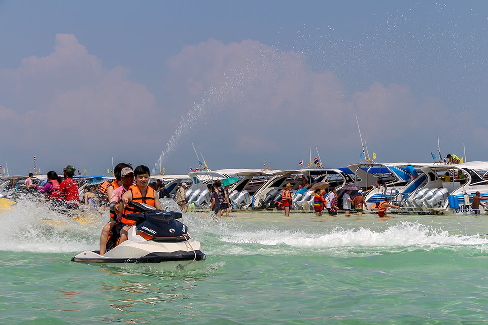 Koh Khai is full of speedboats