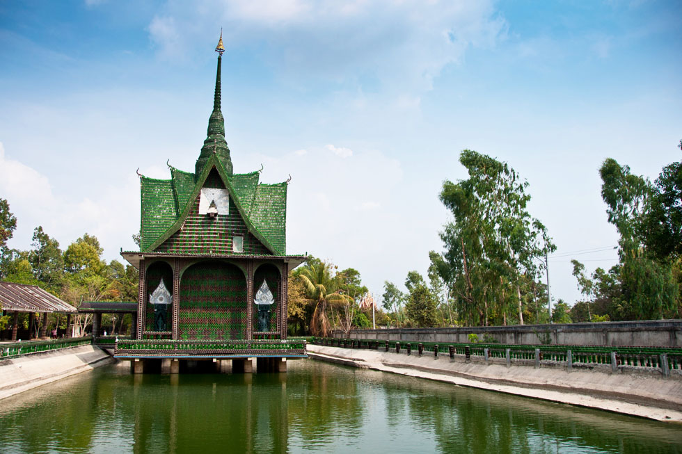 The Million Bottle Temple, Wat Lan Kuad