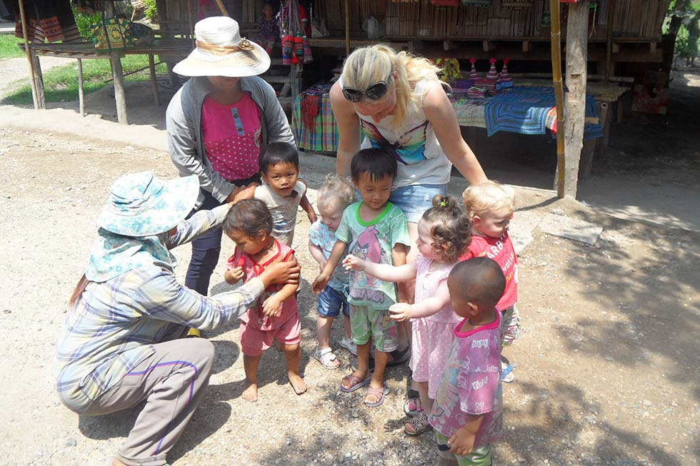 Playing with other children: a fun activity all by itself - Thailand with kids
