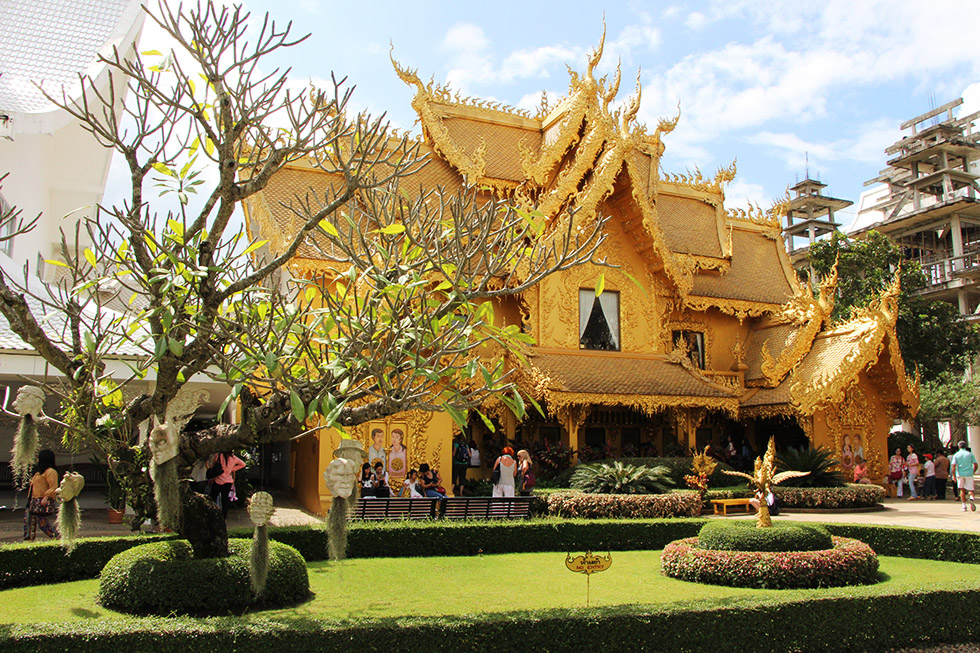 Wat Rong Khun's toilet building: the most expensive in Thailand