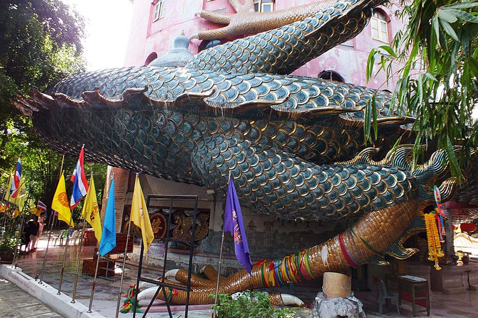Decorated dragon feet - Wat Samphran in Bangkok