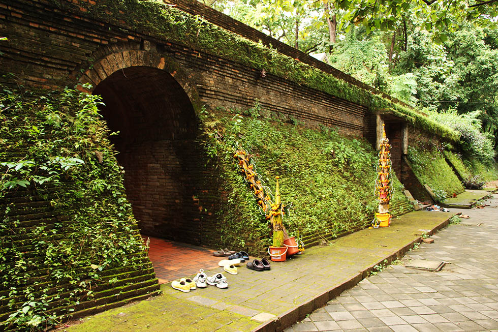 No shoes allowed inside the tunnels - Wat Umong in Chiang Mai