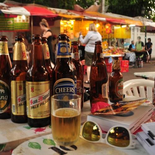 Grabbing a beer at Khao San Road